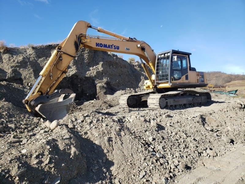 Used Komatsu PC270 excavator for sale in MB, SK