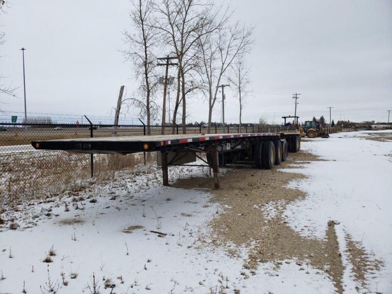 Used Doepker B-Train flatdeck trailer for sale in MB