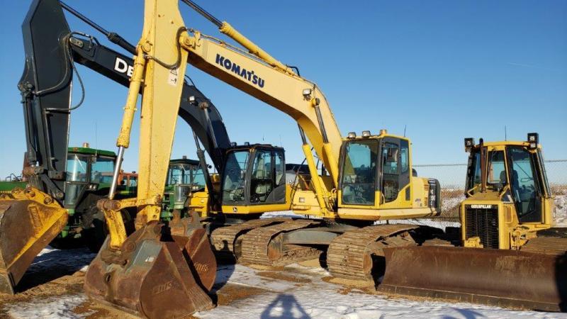 Used PC200 excavator for sale in Saskatchewan