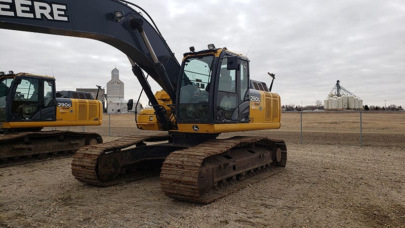 Deere 290 size excavator for sale in SK