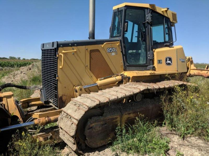 Used Deere 850J dozers for sale in North Dakota