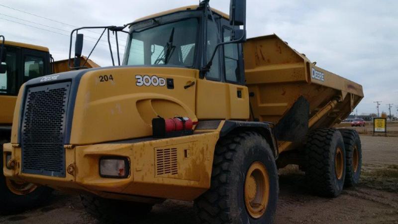 Used Deere 30 ton rock trucks for sale in Redvers, Estevan